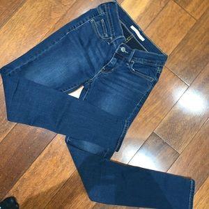Levis size 24 skinny jean